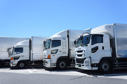 土屋自動車ではトラック車検も承ります。